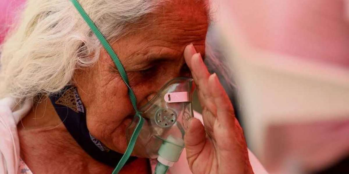 India Covid: Hospitals plead for help as more patients die